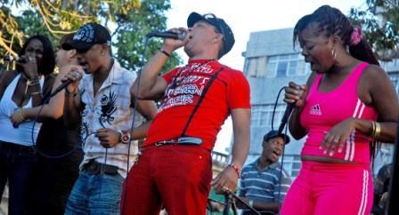 Los Ibellis on stage, photo by Caridad