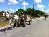 hombre-en-carreta-cargando-barras-de-acero