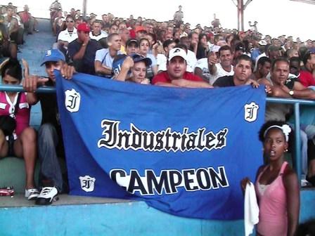 Industriales team fans, Photo: Elio Delgado