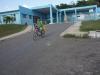 ninos-en-bicicleta-bejucal-frente-a-policlinico