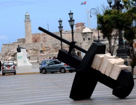 Prado Avenue esplanade hosts exhibitions of the 10th Havana Biennial