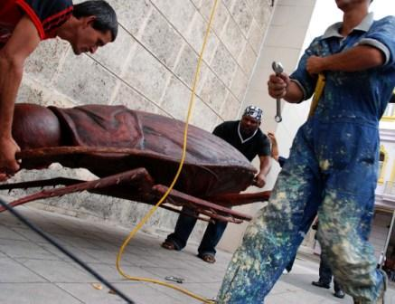 """Mounting Fabelo's """"Survival"""" on the front of the Havana Fine Arts Museum"""