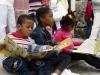 los-mas-pequenos-se-deleitan-con-la-lectura-de-atractivos-libros-infantiles
