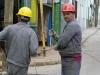 electricistas-cambiando-cables-en-la-calle-patria