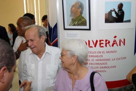 Havana, Oct. 8, 2008 - Opening of the art exhibit Bridge of Solidarity. Pictured here is Ricardo Alarcon president of the Cuban National Assembly and the Mirta Rodriguez mother of Antonio Guerrero. This exhibit features 37 paintings by Antonio Guerrero of people in the solidarity movement in the struggle to free the Cuban 5. Guerrero took the images from photographs by US photographer Bill Hackwell which are also on display. photo:Ricardo/ujc