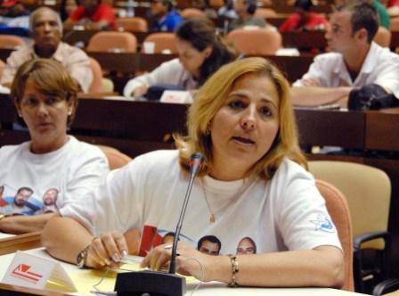 Havana May 2, 2008 - Elizabeth Palmeiro wife of Ramon Labanino speaking to conference of trade unionists about the case of the Cuban 5
