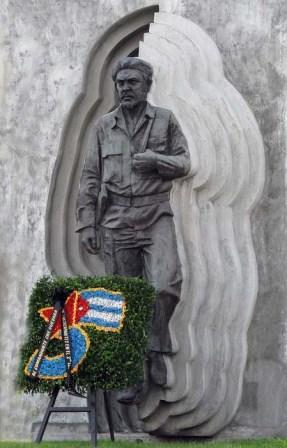 Holguin- memorial to Che