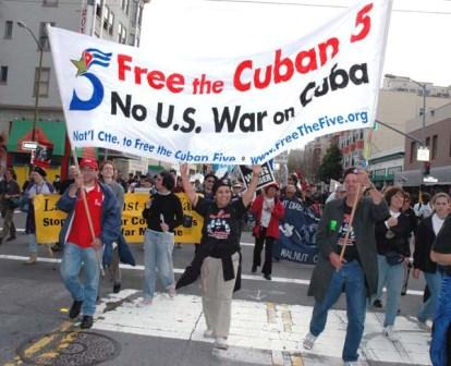SF, 3-18-2005 - Banner calling for the freedom of the Cuban 5 in march against the occupation of Iraq on the 2nd anniversary of the invasion.