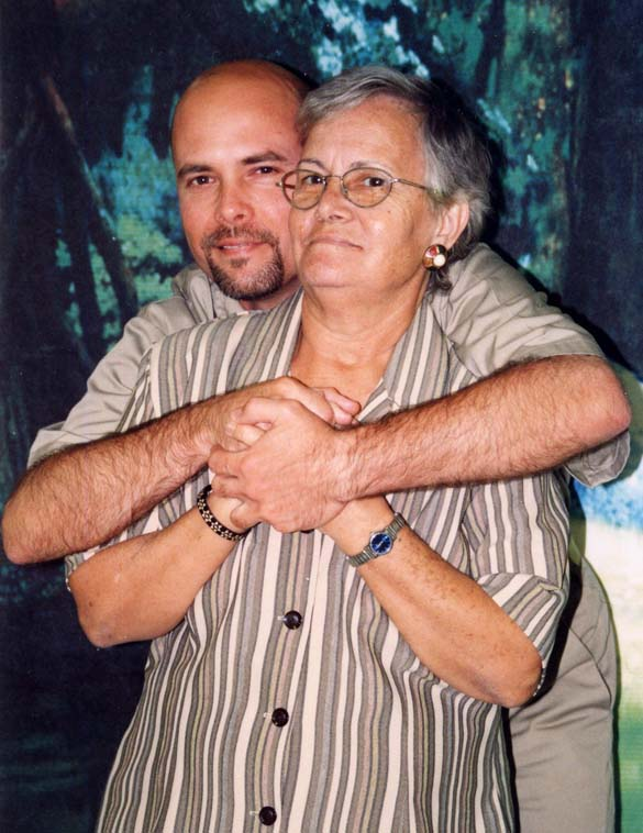 Gerardo Hernandez and his mother Carmen in Victorville Federal Penitentiary  photo: prison photographer