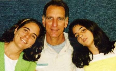 2008 - Rene Gonzalez with his 2 daughters Ivette and Irmita. Federal Correctional Institution Marianna Florida