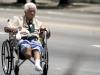 Vendedora en silla de ruedas.  Photo: Silvia Corbelle Batista