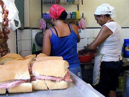 Ham sandwiches for sale.  Photo: Elio Delgado