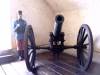 8-estatua-de-soldado-espanol-junto-al-canon