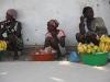 mujeres-vendiendo-frutas