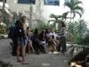 019 Visitantes extranjeros hacen preguntas y reciben explicaciones  por parte de una especialista del lugar.