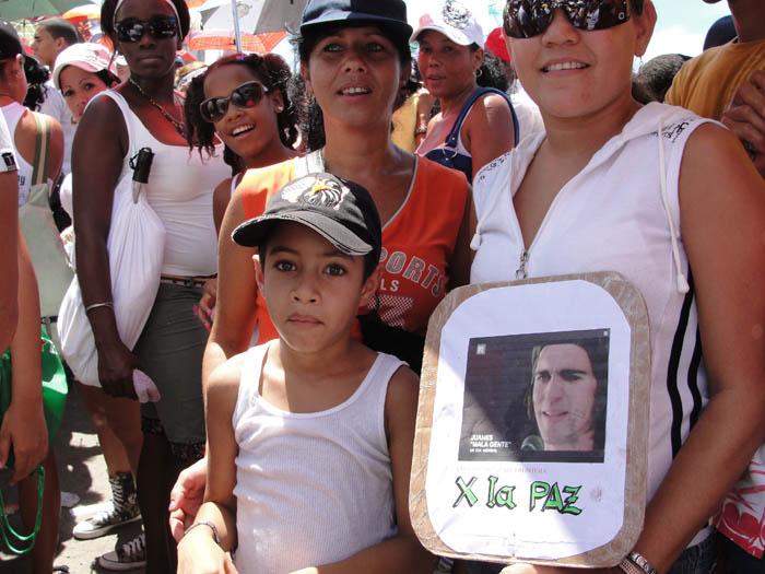 Cubans at the recent Juanes Peace Without Borders Concert.  Photo: Elio Delgado