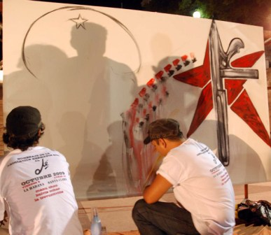 Painters behind the music at Manu Chao concert in Havana dedicated to Che Guevara.