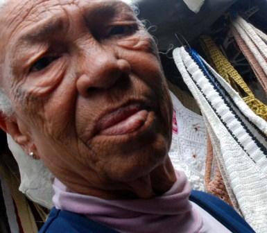 Woman in Old Havana, photo: Caridad