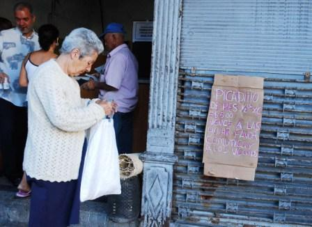 Do most Cubans really want the ration cards to disappear?  Photo: Caridad