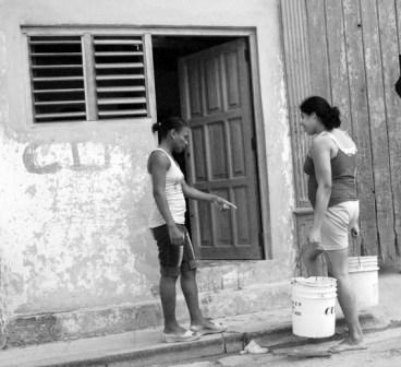 Hauling water in Havana.  Photo: Caridad