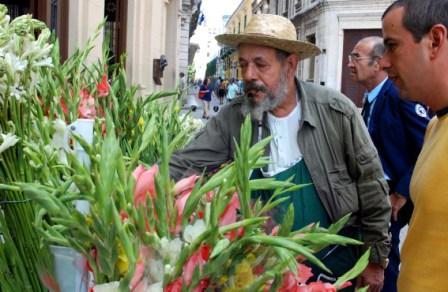 Flower sales in Old Havana. photo: Caridad