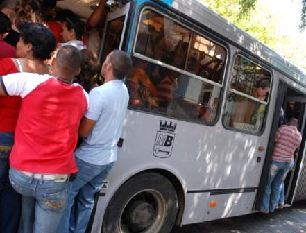 During peak hours buses on the more trafficked routes can get pretty crowded. Photo: Caridad