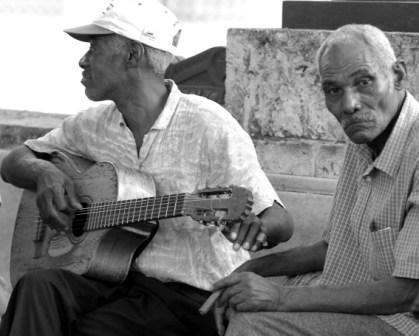 Tuning Up on Havana's Prado Promenade. photo: Caridad