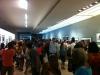 gente-en-la-galeria-expo-de-peter-turnley