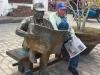estatua-con-modelo-original-vivo