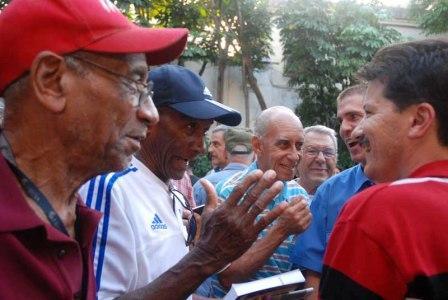 Baseball veterans with UJC leaders