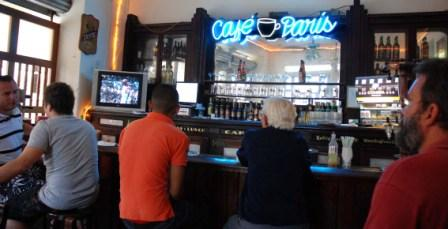 Watching the Classic at the Paris Café in Old Havana (photo by Caridad)