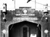 estacion_de_la_policia_con_banderas_pico-al-frente-de-estadio-y-estacion-de-trenes-los-40-siglo-pasado