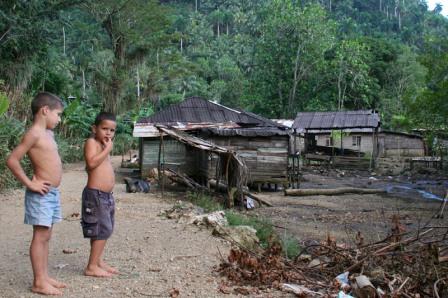Children in Baracoa. Photo by Angel Yu