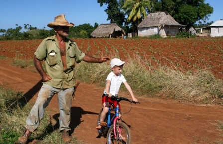 Tobacco farmer and grandchild Pinar del Rio. Photo by Anamaria Dinulescu