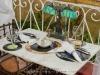 031 Mesa del restaurante, los platos se colocan sobre antiguos discos LP