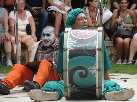 """The Uruguayan """"murga"""" group Agarrate Catalina."""