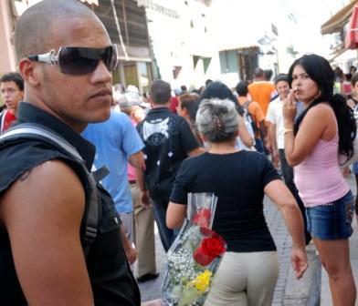 Busy Havana Street. photo: Caridad