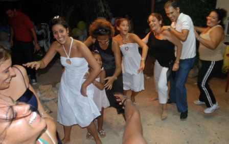 Family and friends at Renier and Yordankas wedding.  Photo: Caridad