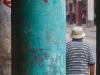 hombre-y-flechas-en-la-columna