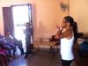 interprete-comunicando-con-lenguaje-para-sordos-e-hipoacusicos