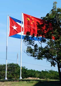 The Cuban and Chinese flags.  Photo: Caridad
