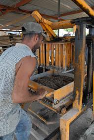 Making blocks to rebuild Gibara