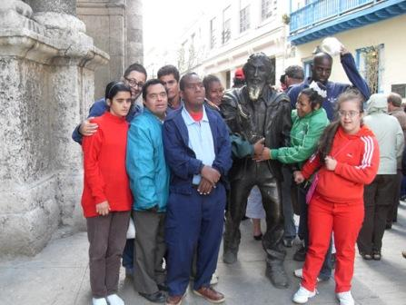 Tania's Students with the Caballero de Paris, a legendary figure of the streets of Havana.