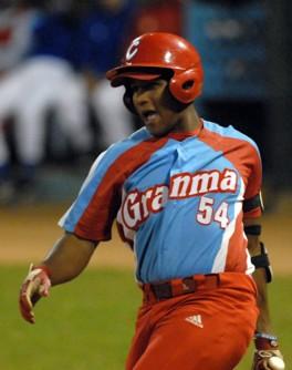 Alfredo Despaigne sets Cuban League Home Run Record