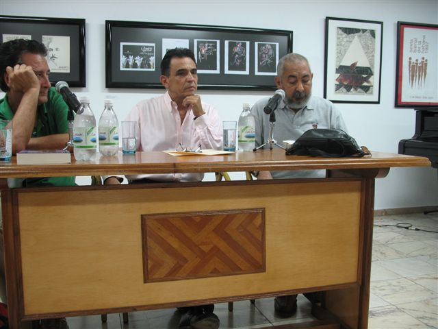 Hugo Luis Sánchez, center, at his book launching.