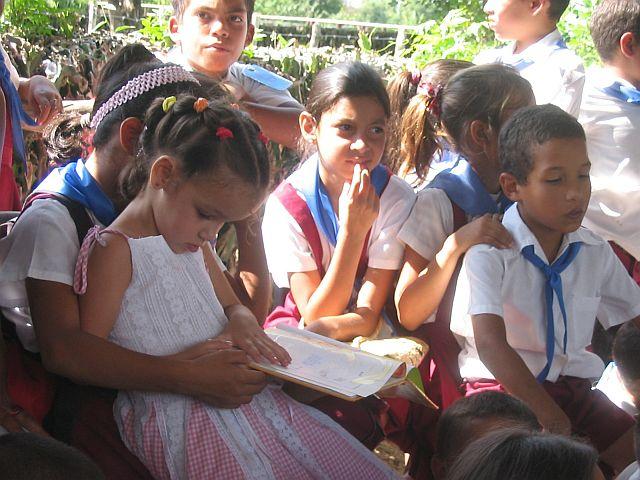 Cuban school children, photo: Dana Lubow