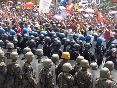 Hondurans defy a massive military-police deployment in Tegucigalpa. Photo: Luis Miranda