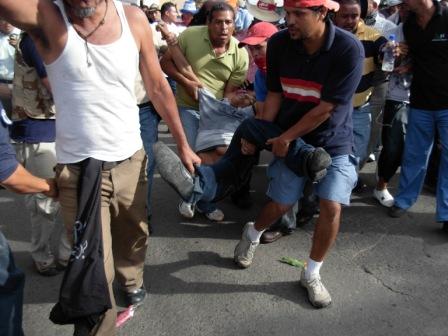 Honduran social movements demand a return to democratic constitutional order.
