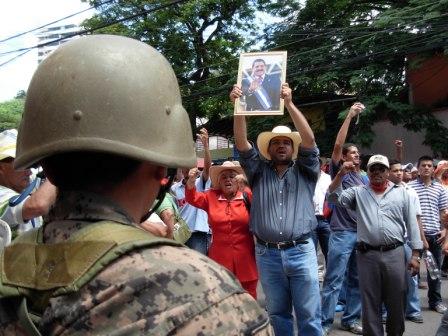 Demonstrations continue demanding the return of President Mel Zelaya.