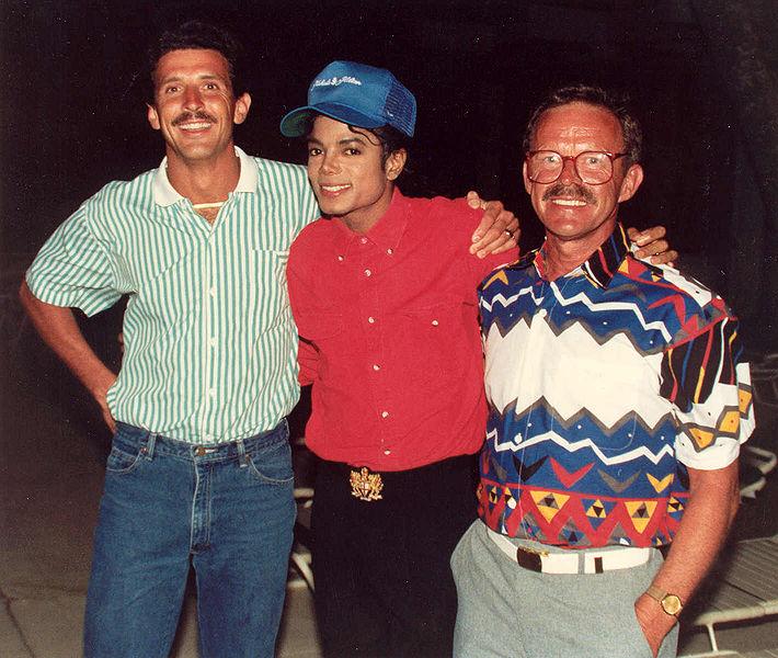 Michael Jackson and fans, photo: Alan Light